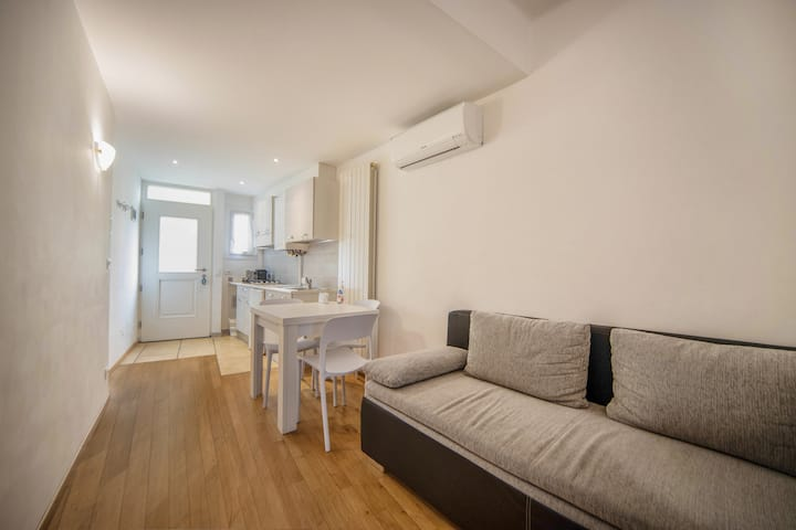 """Modern holiday apartment """"2. Piano - FeWo Bolzano"""" with Wi-Fi, air conditioning and in an optimal position in the old town of Bolzano"""