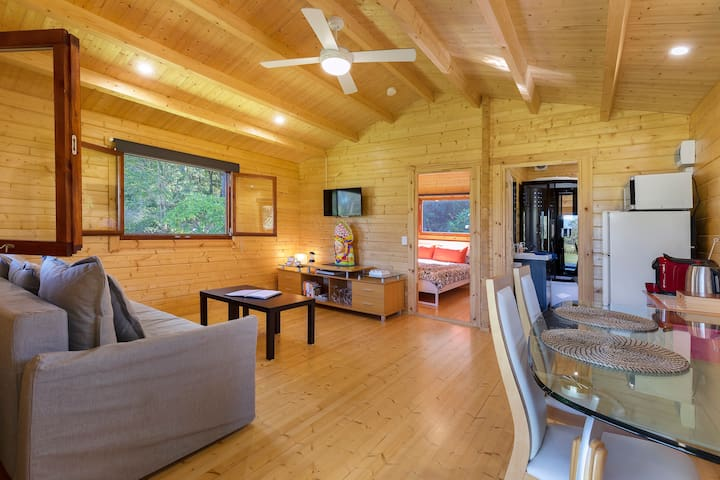 Dream - Pine Cabin - Heart of the Sunshine Coast