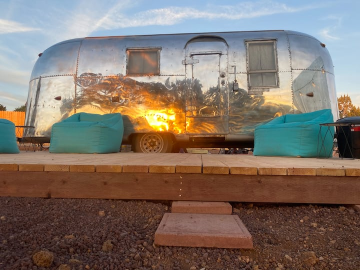 Airstream Adventure! Brand new - Great Location