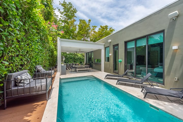 Lux Villa for 10 Miami Design District with Pool!