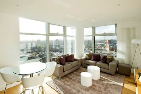 Luxury modern flat with amazing city view - Ilford