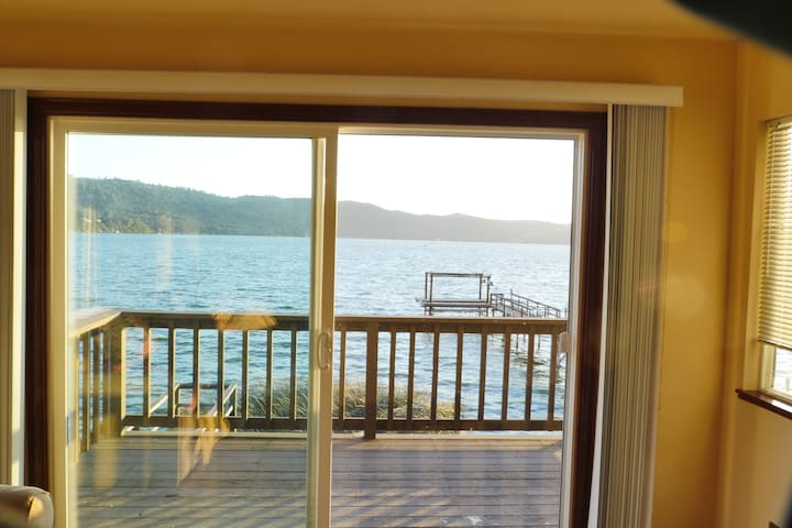 Overlooking clearlake from the living room - Clearlake - Apartment