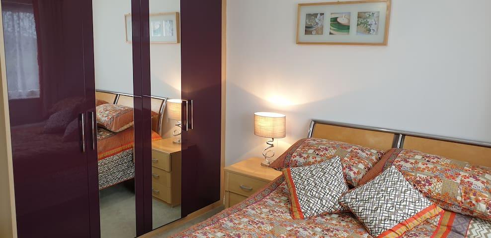 Double bedroom near Heathrow + Free parking!
