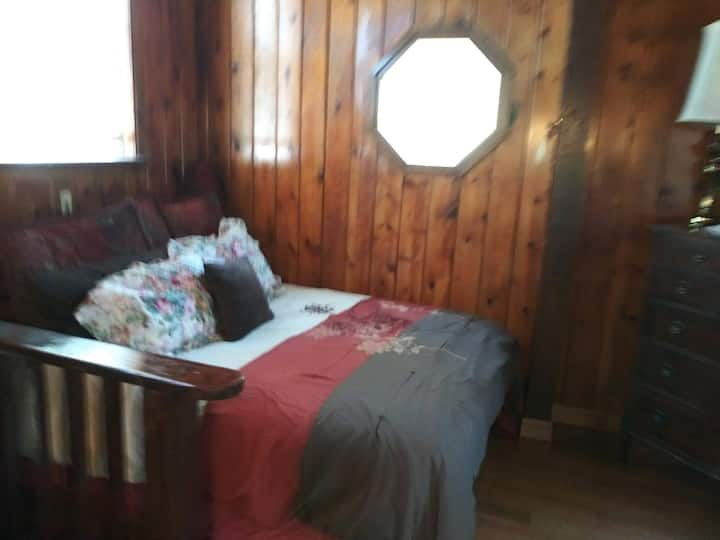 Rustic Tahoe Cabin, Spa,Pets Ok 4 $45/per night