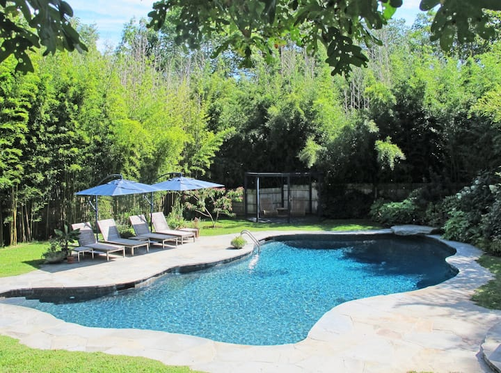 Bright, Cozy North Fork Home With Large Pool