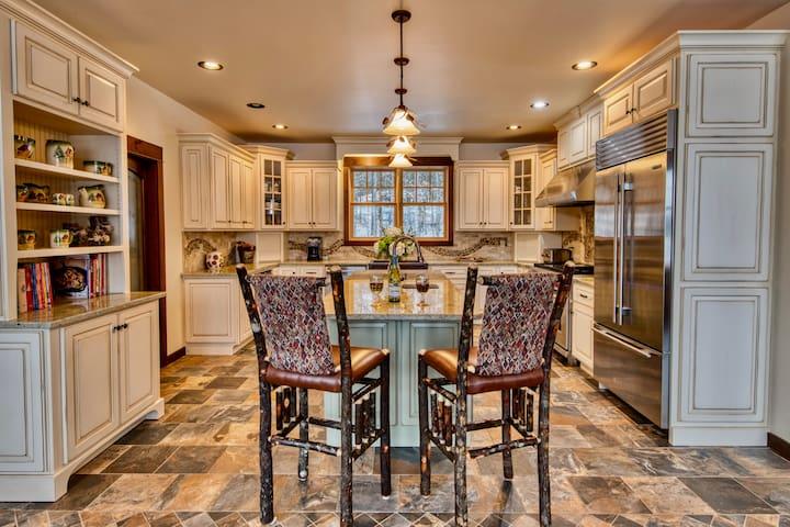 HemLocke Lodge kitchen