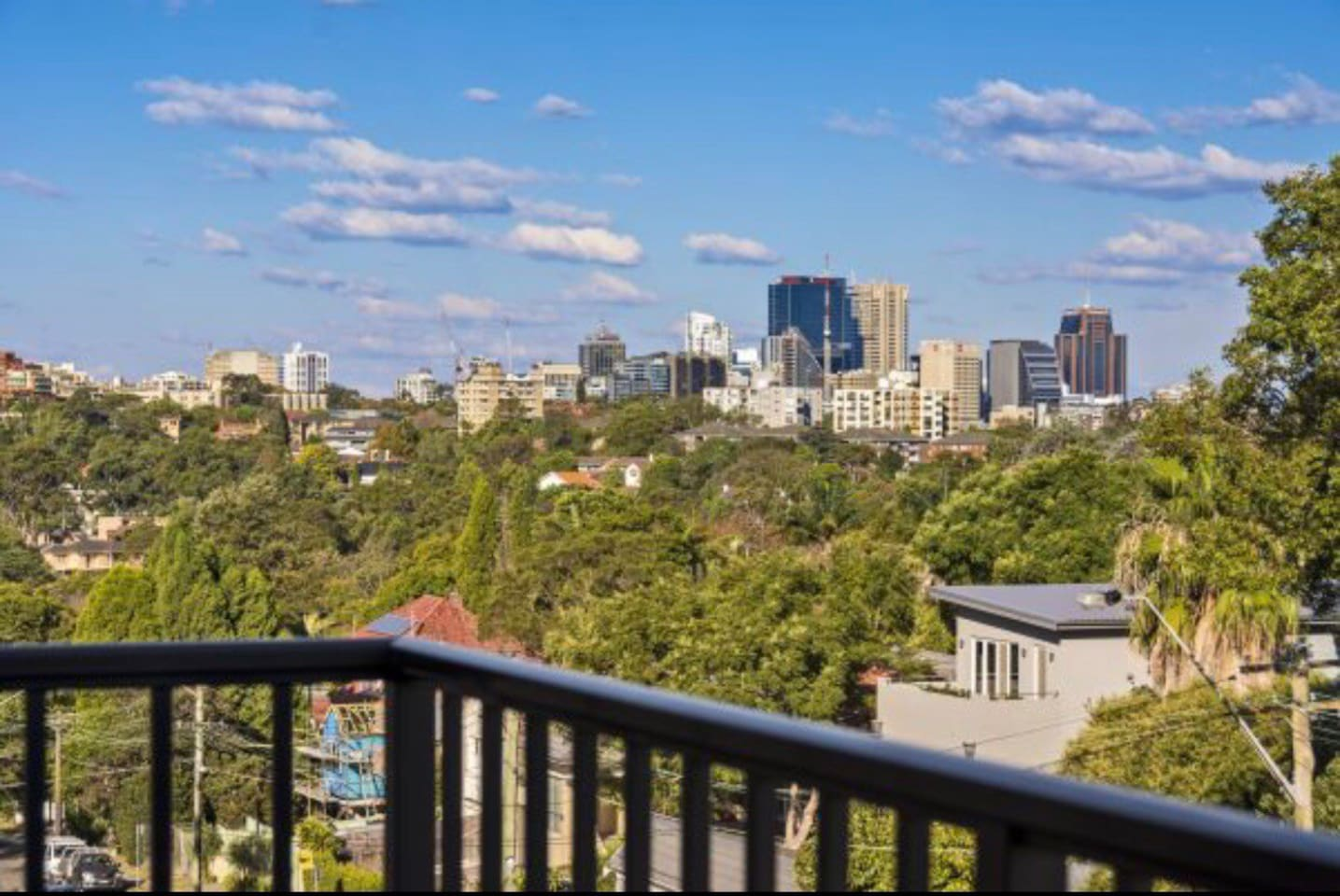 Stay close to the city CBD, near great transport connections, easy access to the Northern Beaches, as well as enjoying North Shore's nature and within walking distance to Sydney river.