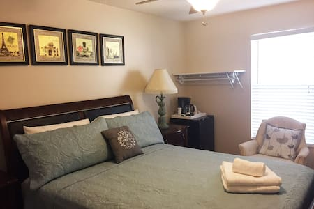 Newly Decorated Private Bedroom in West Boca Raton - Boca Raton