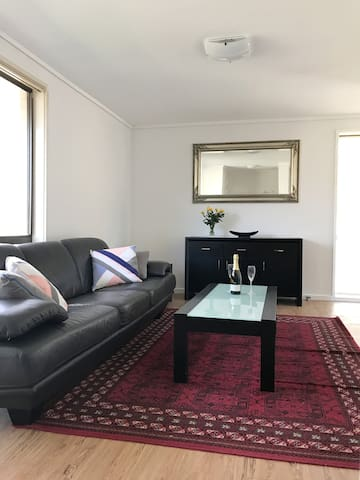 Renovated 3 BR Canberra house quiet street
