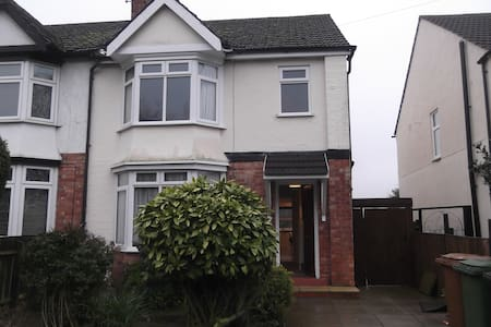 3 bed house (1 dbl, 1 twin, 1 single + cot) - Wellingborough - Hus