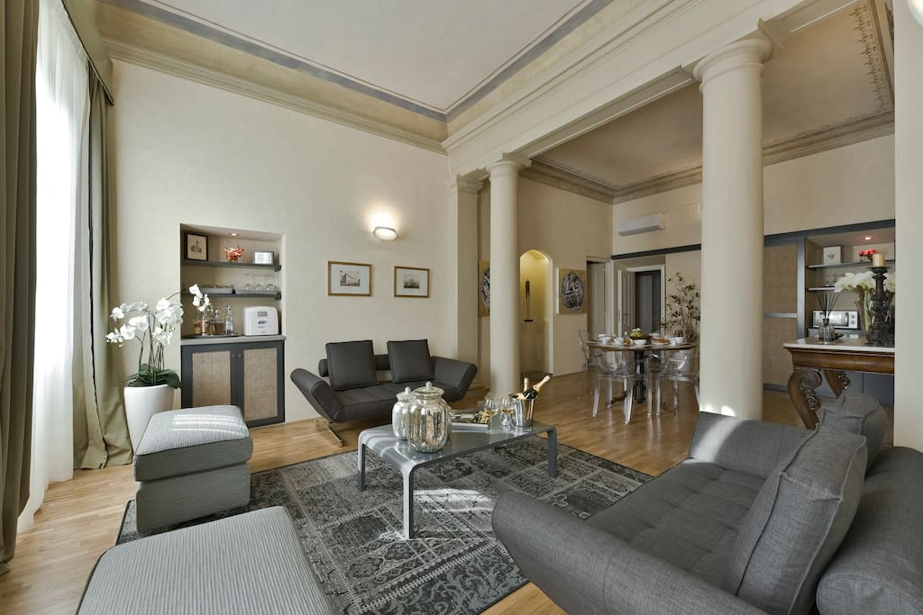 Pitti Luxury Apartment Florence: Living Room