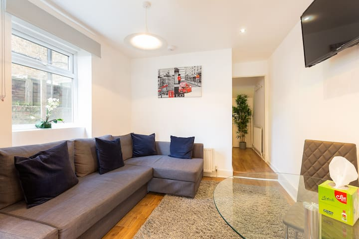 Cosy Two Bed In Notting Hill with Garden