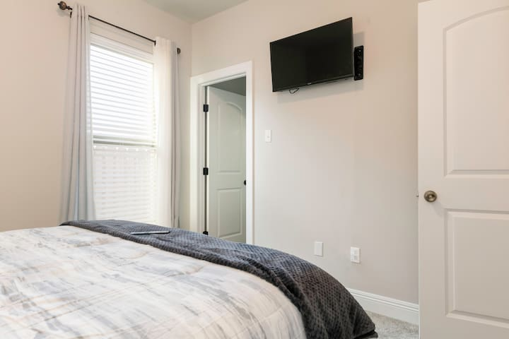 Private room 2, many amenities in a Luxury home!