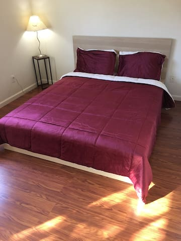 Large furnished room with all amenities - San Ramon