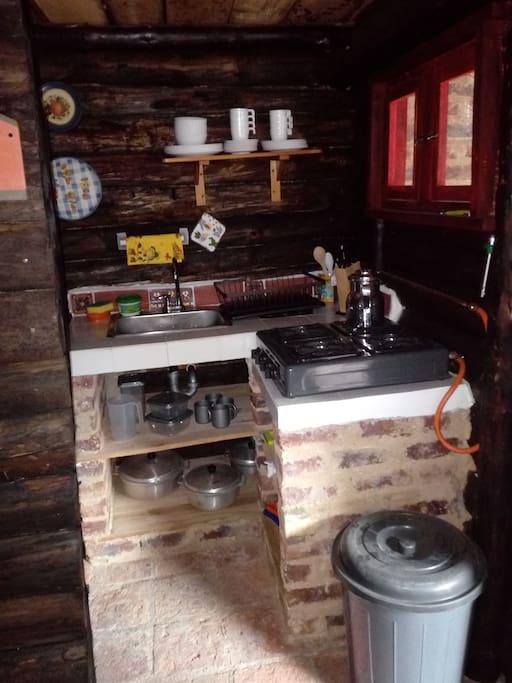 Cocina completa vajilla, ollas etc...