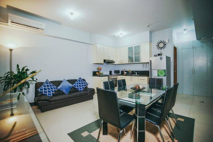 Classic, Cheap, & Cozy 1BR apt near BGC w/ parking - Taguig - Huoneisto