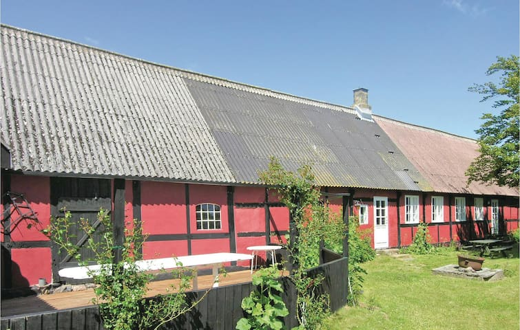 Former farm house with 3 bedrooms on 110m² in Nexø