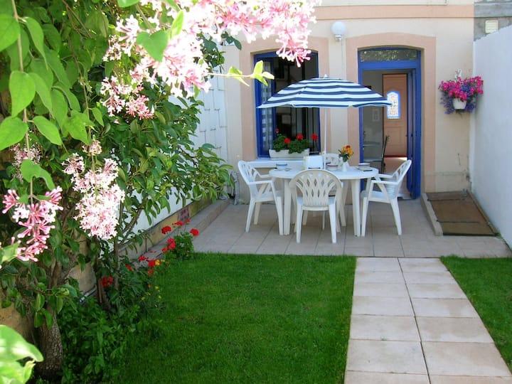 grande maison  avec jardin près de ROUEN***