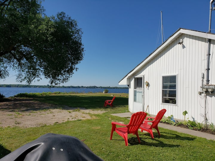 Waterfront Rustic Cottage in Belleville