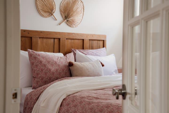 Bedroom 1 - The Pink Room (Queen Bed w Closet)