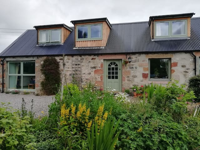 The Bield. Highland cottage on the North Coast 500