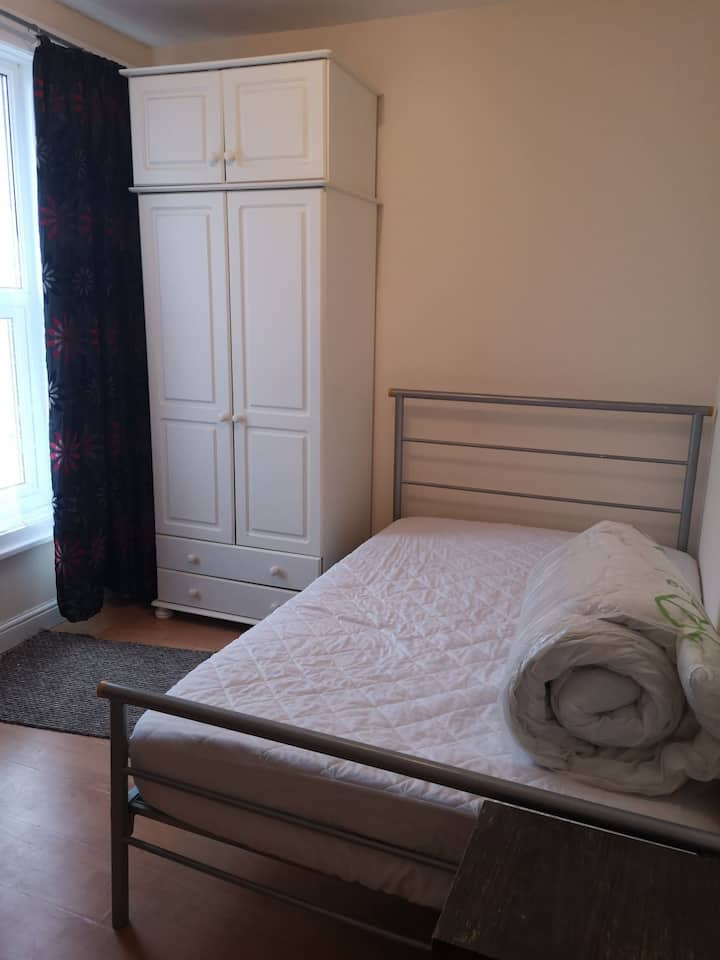 2 Spacious rooms FREE WIFI & BREAKFAST INCLUDED!