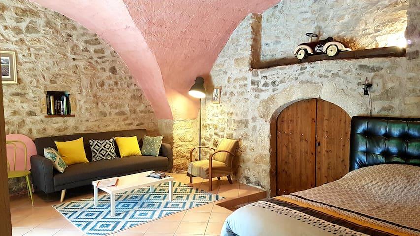 Joli studio indépendant dans maison vigneronne