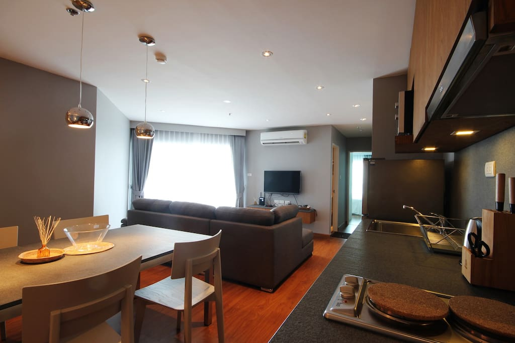 """Our cozy living area with large L shape sofa 2.8 width and 40"""" LED tv, cable tv and hi speed wifi with 30 mb."""