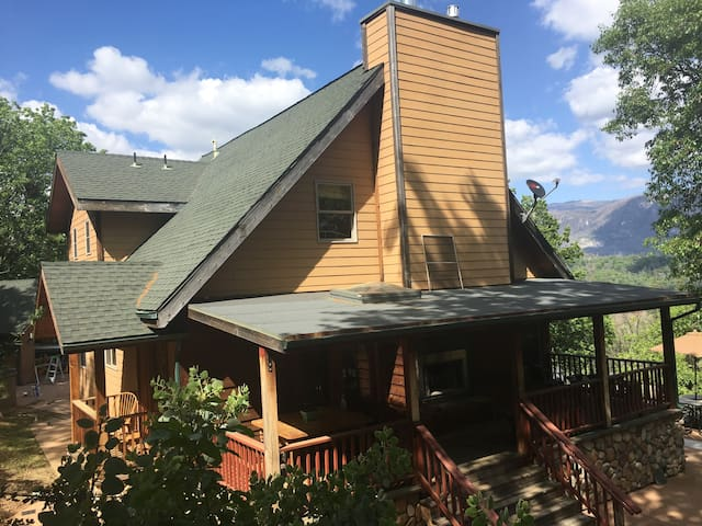MOUNTAIN VIEW HOME WITH SEPARATE CABIN