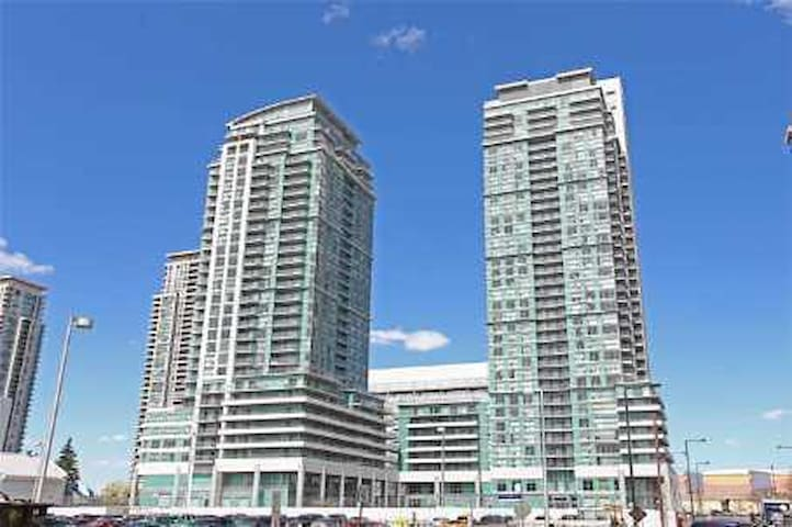 One-Bedroom Apartment with Balcony - Toronto - Wohnung