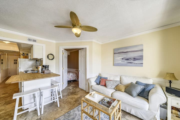 2 bedroom, 1 bath 1st floor Breakers Villa located on Forest Beach in Hilton Head Island!