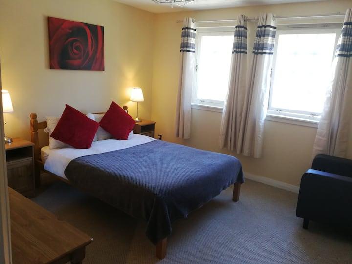 2 Double bedroom flat Central Apartment Newington
