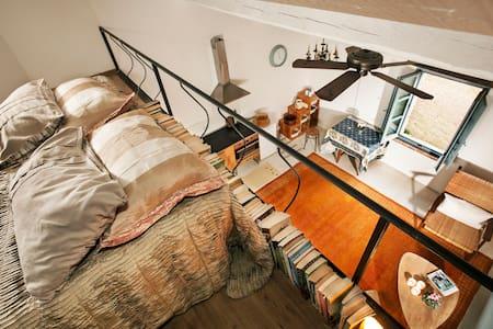 Sunny, newly-restored, studio loft - Vaiano - 別墅