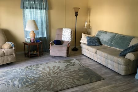 Close to all attractions & Orlando airport.