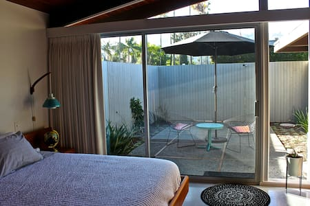 Private room 1 minute walk to Beach - San Diego