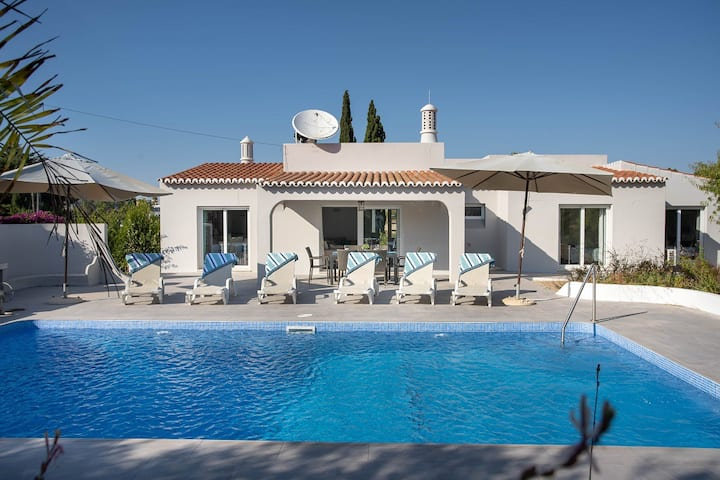 This fabulous villa is a short walk from Carvoeiro
