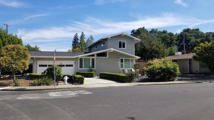 0.2 mile to Apple 2 bed2 bath w/separateentrance