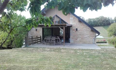 nietypowy dom na wsi