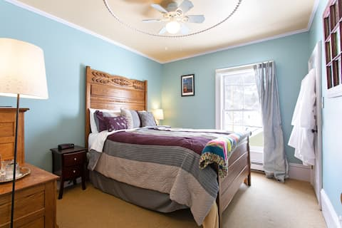 Fall River Flat - Rose Street Bed & Breakfast