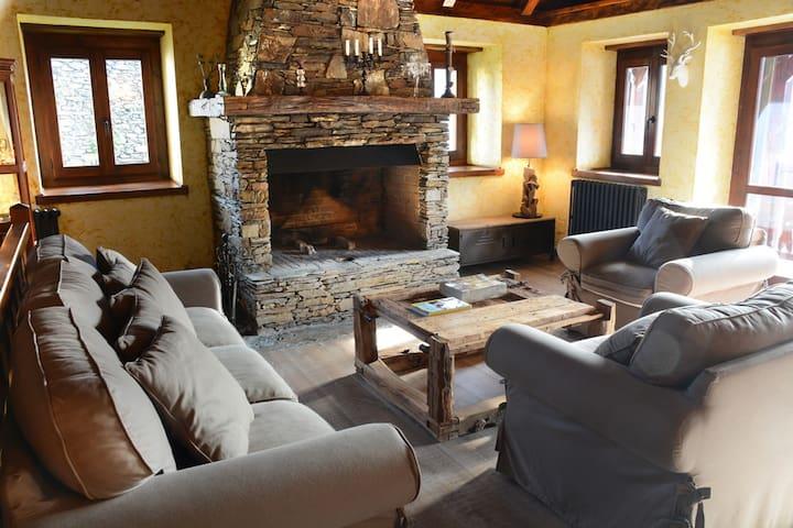 Casa estilo y diseño rústico de montaña 1ª calidad - Bausen - House