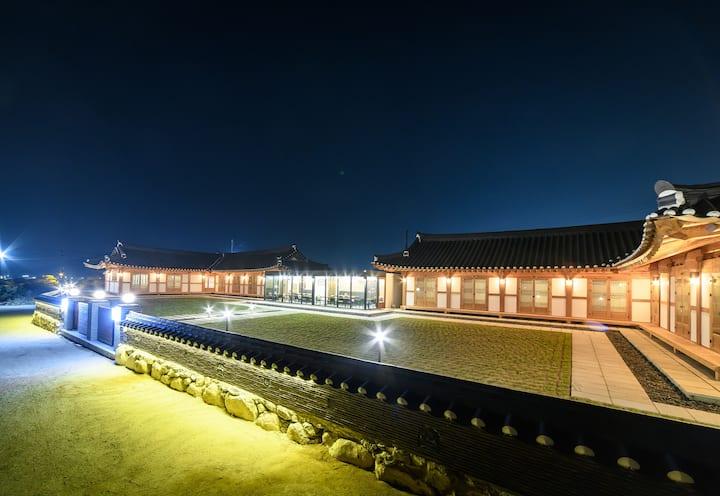 화랑루(안압지Room)경주Gyeongju,한옥스테이,황리단길 인근,(개인룸,개인욕실)