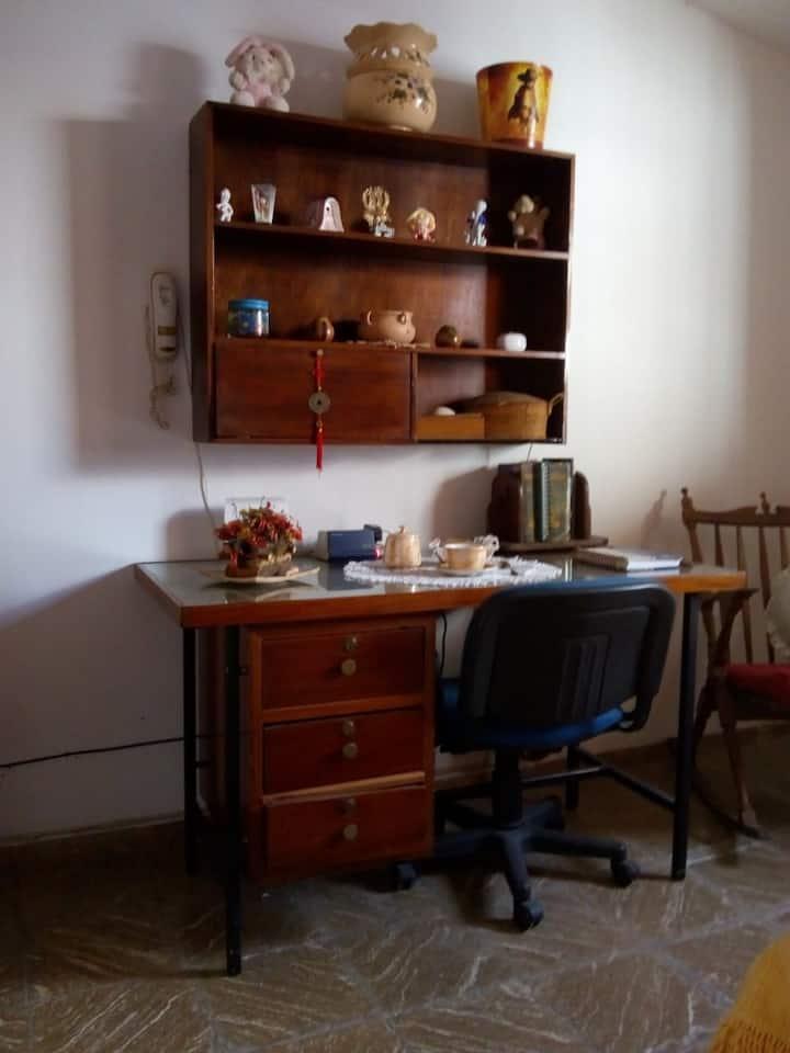Habitación privada  y tranquilidad que necesitas .
