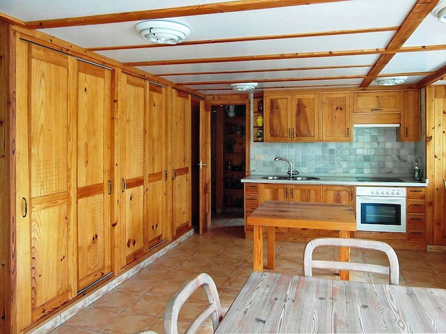 Cocina-comedor y entrada a dormitorios (kitchen-dinner and entry to sleeping area)