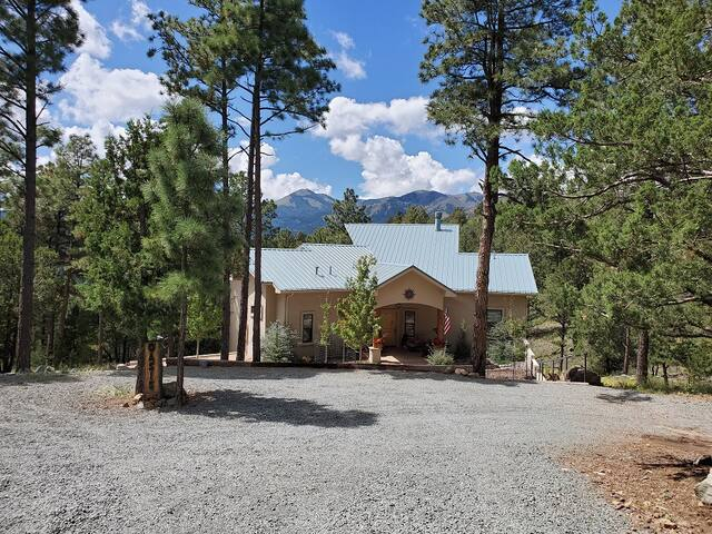 Home on 2 Acres In The Pines With Mountain Views