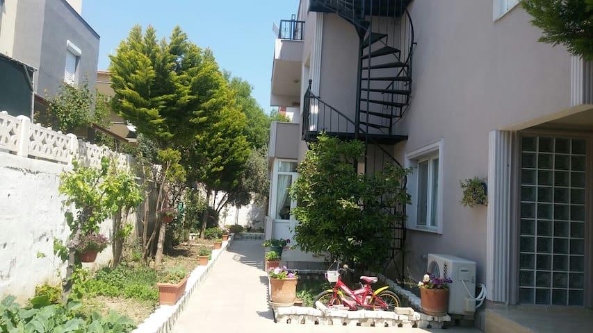 SEFERİHİSARDA VİLLA TERAS KATI...