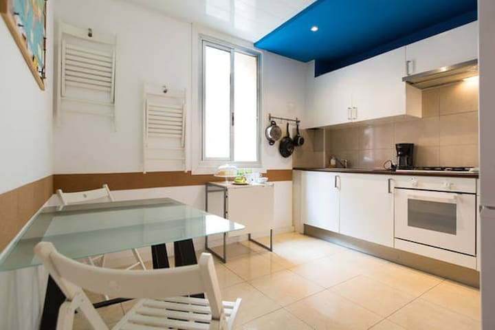 Cozy double room in Barceloneta.