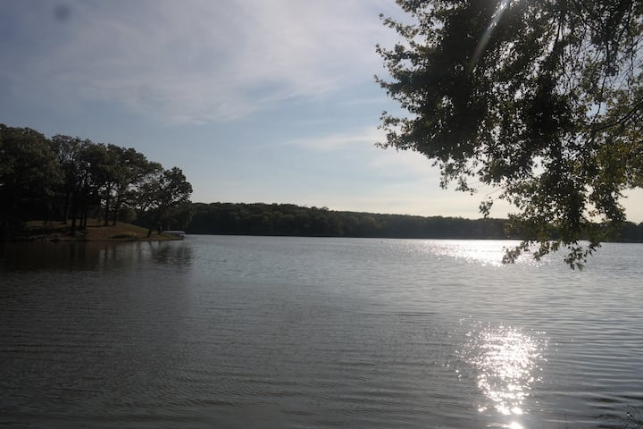 Updated Lake House on Quiet, Private Lake