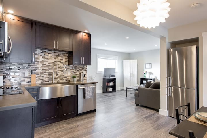 Clean & modern, close to transit - Burnaby - Daire