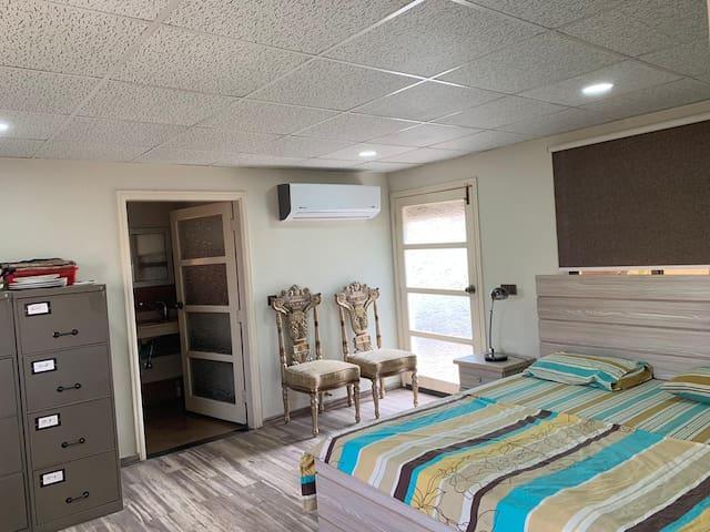 Cozy bedroom 10 min away from Airport!
