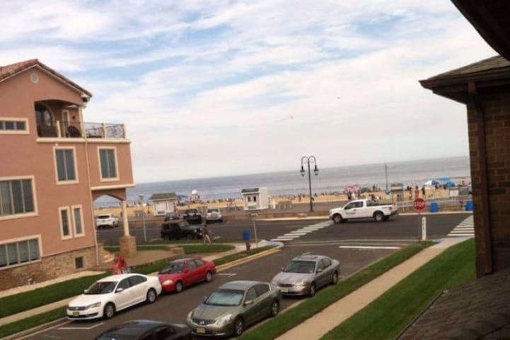 Beachfront Belmar apartment - Belmar